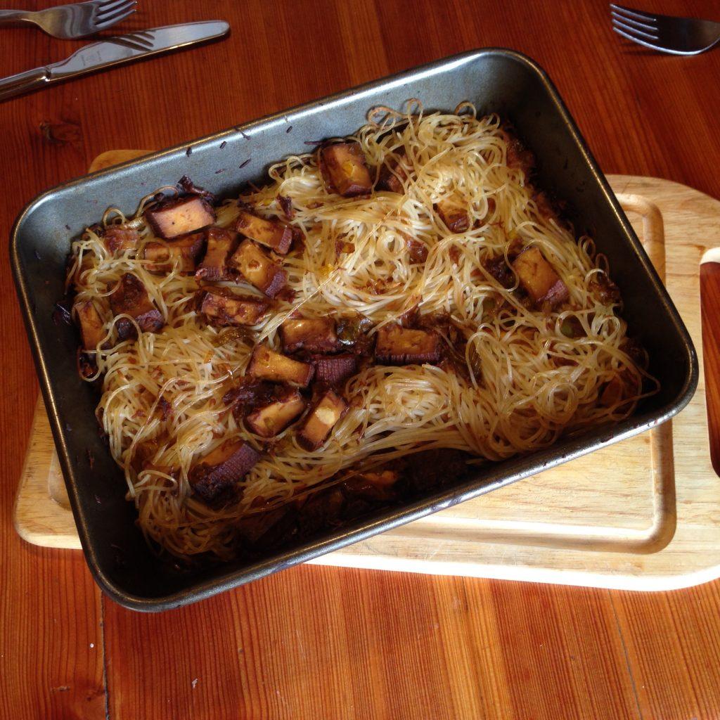 Zapečené rýžové nudle s uzeným tofu