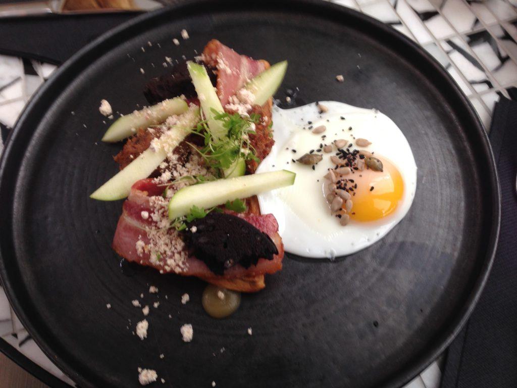 Masožroutská snídaně v Redroaster